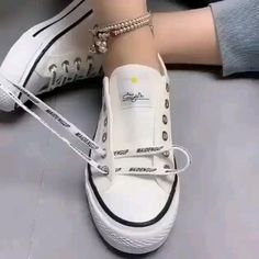 Ways To Lace Shoes, How To Tie Shoes, Diy Fashion Hacks, Fashion Tips, Diy Clothes And Shoes, Tie Shoelaces, Fashion Shoes, Mens Fashion, Clothing Hacks
