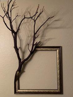 Manzanita Frame - art post - Imgur Tree Branch Decor, Tree Branches, Tree Branch Crafts, Branch Art, Diy Home Crafts, Diy Home Decor, Deco Originale, Driftwood Crafts, Frame Crafts