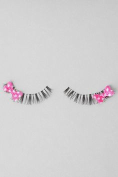 I don't wear fake eye lashes but these are cute My Beauty, Beauty Makeup, Beauty Hacks, Fake Lashes, Eyelashes, Wedding Makeup Tips, Eyelash Serum, Dance Hairstyles, Lots Of Makeup