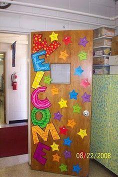 Decoración original para la puerta del aula. Ideal para los primeros días de curso.