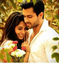Romantic Pictures Of Shoaib Ibrahim & Dipika Kakar Will Give You Couple Goals - Let Us Publish Romantic Couple Poses, Photo Poses For Couples, Couple Photoshoot Poses, Cute Couples Photos, Romantic Pictures, Wedding Photoshoot, Love Couple Images, Love Couple Photo, Cute Couple Pictures