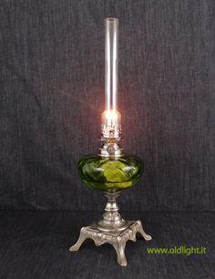 """Lume da tavolo base in regulè nichelato; Serbatoio in cristallo di  colore verde ; Bruciatore  nichelato Kosmos 12''' GAUDARD ; Vetro per Kosmos 12'""""."""