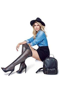 LOOK MODERNO <3 Para uma produção moderna e sexy aposte na sandália vazada. O toque casual fica por conta da camisa jeans e da bolsa mochila.   COMPRE ESSE PRODUTO NESSA LOJA: http://imaginariodamulher.com.br/look/?go=2atypmZ