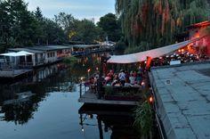 Berlin: Bars und Restaurants auf dem Wasser   Ob zum Sonntagsbrunch oder zur Dämmerung: Im Restaurant Freischwimmer in Kreuzberg ( im Bild links ) sitzt man ...