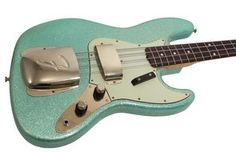 The Fender Custom Shop has recentlybeen producing some of thefinest electric basses we have ever seen. Aside from being an incrediblelooking piece, thisbeautiful Jazz Bass plays and sounds as