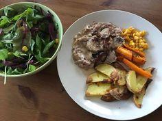 Vepřová panenka s cibulovou omáčkou, pečenými bramborami  #dinners #dinnertime #vecere #salad #salat #lunch #obed #potato #brambory #pork #veprovemaso #instafoodie #czechfood #dnesjim #jimezdrave #zdravejidlo #fitnesslife #fitnessfood #foodfit #food #foodporn #healthyeating #healthyfood #healthy #foodbeast #vkuchyni #toprecepty #goodfood #lovelyfood
