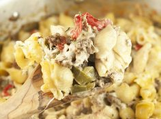 Recette : Coquilles au boeuf et fromage Philadelphia Poulet General Tao, Spaghetti, Pasta Salad, Food And Drink, Ethnic Recipes, Cheese, Crab Pasta Salad, Noodle Salads