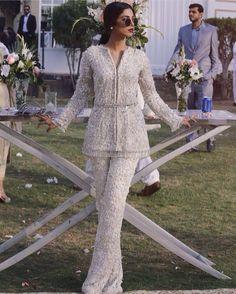 Suffuse by Sana Yasir Pakistani Fashion Party Wear, Pakistani Wedding Outfits, Pakistani Dresses Casual, Indian Fashion Dresses, Pakistani Dress Design, Indian Designer Outfits, Latest Pakistani Fashion, Indian Outfits, Fashion Outfits