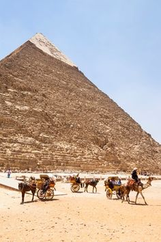 Pyramid of Khafre, also known as Pyramid of Chephren, Giza, Cairo, Egypt