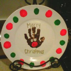 Easy Christmas Crafts for Kids to Make - Holiday Plates christmascrafts artprojects 550987335663233741 Christmas Presents For Parents, Student Christmas Gifts, Preschool Christmas Crafts, Christmas Crafts For Kids To Make, Xmas Crafts, Homemade Christmas, Simple Christmas, Christmas Ideas, Preschool Gifts
