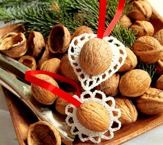walnuts and crochet ornaments Natural Christmas Tree, Magical Christmas, Diy Christmas Tree, Christmas Tree Decorations, Christmas Time, Crochet Christmas Ornaments, Decor Crafts, Elf, Christmas Things