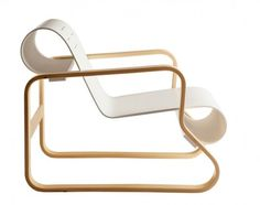 Modern looking armchair Paimio was designed in 1932 by Finnish designer Alvar Aalto one of the founders of Artek. The chair is back angled bec Alvar Aalto, Dwell On Design, Modern Design, Design Shop, Contemporary Design, Design Design, Modern Art, Wooden Furniture, Furniture Design