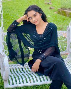Pori Moni, Simply Beautiful, Bollywood Actress, Sari, Actresses, Fashion, Saree, Female Actresses, Moda