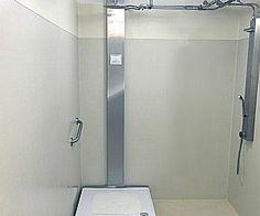 Chuveiro que recicla água no banho garante economia de R$ 3 mil por ano