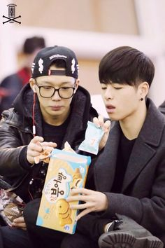 141219 BOBBY @ ICN © HIGH TENSION BOBBY | do not edit. Bobby Kim Jiwon and Ku Junhoe! And they say they are ate awkward together xD blaming Junhoe on that hahaha IKON
