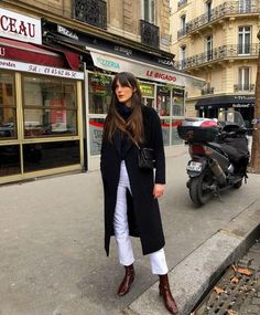 French-Girl Outfit: Black Coat and White Jeans If you're looking for easy outfits that will make you feel Parisian, check out these French-girl looks now. French Fashion, Look Fashion, Autumn Fashion, Fashion Boots, Feminine Fashion, Cheap Fashion, Paris Winter Fashion, Jeans Fashion, Fashion Sandals