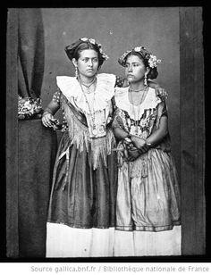 Mexique. 30, Tehuantepec. Tzapotèques en costume de bal / [mission] Maler ; [photogr.] Maler ; [photogr. reprod. par Molténi? pour la conférence donnée par] Maler - 1