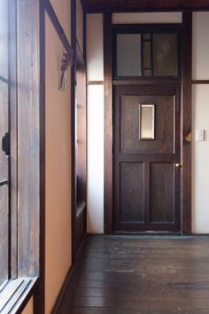 1930s House, Visit Japan, Store Displays, Windows And Doors, Old Houses, Entrance, Garage Doors, Interiors, Spaces