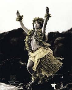 This is one from my favorite series of prints of hula kahiko