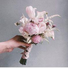 Lesson Order Katalk ID vaness52 E-mail vanessflower@naver.com . #vanessflower #vaness #flower #florist #flowershop #handtied #flowergram #flowerlesson #flowerclass #바네스 #플라워 #바네스플라워 #플라워카페 #플로리스트 #꽃다발 #부케 #원데이클래스 #플로리스트학원 #화훼장식기능사 #플라워레슨 #플라워아카데미 #꽃수업 #꽃주문 #부케 #花 #花艺师 #花卉研究者 #花店 #花艺 . . #부케 #웨딩클래스 . . Lovely