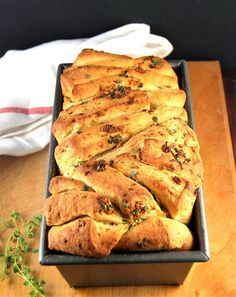 Vegan Garlic Herb Bread (Pull Apart Sandwich Bread)