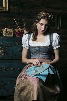 These are the most beautiful dirndl labels Mode D'inspiration Vintage, Moda Vintage, Traditional Fashion, Traditional Dresses, Drindl Dress, German Costume, Fairytale Fashion, Vintage Inspired Fashion, Folk Costume