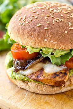 This juicy chicken burger is topped with pepper-jack cheese, caramelized red onions and a homemade spicy guacamole—so zesty and delicious! Grilled Chicken Burgers, Guacamole Chicken, Cooking Recipes, Healthy Recipes, Avocado Recipes, Yummy Recipes, Healthy Food, Burger Recipes, Burger Food