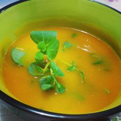 Sopa de abóbora com gengibre e agrião