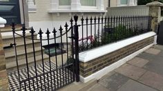 Chelsea Brick Walls and Rails - Garden Design London Chelsea Kensington Belgravia Porch Gate, Front Porch Railings, Front Gates, Garden Railings, Gates And Railings, Iron Railings, Garden Gate, Fancy Fence, Low Fence