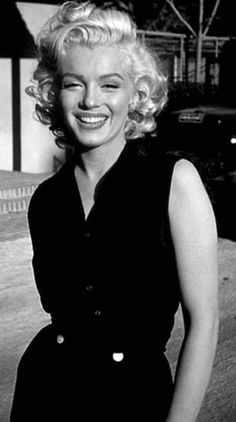 photos) - Expolore the best and the special ideas about Marilyn monroe Hollywood Icons, Hollywood Glamour, Hollywood Actresses, Classic Hollywood, Old Hollywood, Actors & Actresses, Disney Actresses, Child Actresses, Classic Actresses