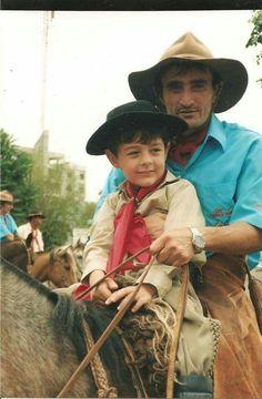 Bernardo Uglione Boldrini  ele aqui ainda tinha a mãezinha  dele pela carinha era feliz