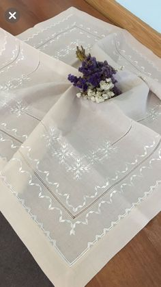 Bargello, Table Runners, Embroidery Stitches, Diy And Crafts, Wedding Dresses, Gallery, Towel Crafts, Dish Towels, Towels