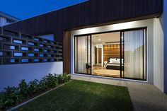 Sypialnia z kawałkiem trawnika