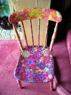 Decopatch: old chair, love this pattern mix! Funky Furniture, Repurposed Furniture, Painted Furniture, Ikea Chair, Diy Chair, Old Chairs, Vintage Chairs, Decopatch Ideas, Hand Painted Chairs