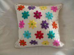 Bordado Cushion Embroidery, Embroidered Cushions, Embroidery Needles, Crewel Embroidery, Hand Embroidery Patterns, Floral Pillows, Monogram Pillows, Decorative Pillows, Needlepoint Stitches