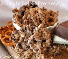 2 Minute Toffee candy coated Pretzel Bites. Insanely simple & fast. Makes a great gift, just fill a pretty tin. Easy cheap melt chocolate white salty sweet snack holiday party dessert christmas
