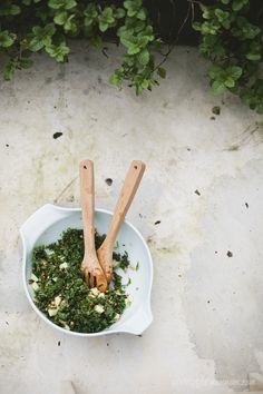 KALE SALAD w/ GREEN APPLE + SPROUTED LENTILS | Veggie num num