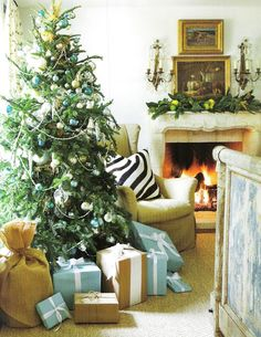 Decking the Halls! - Design Chic - great Christmas tree - adore the wrapping paper for the packages!