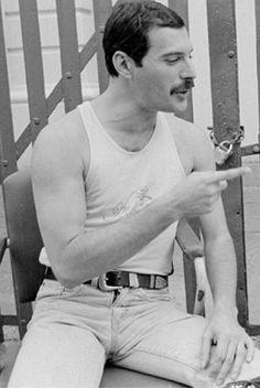 Freddie Mercury, Queen, 1980s. WOW! LOVE THIS! SO GORGEOUS! <3 <3 <3