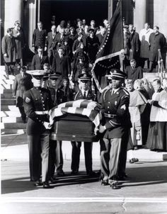 Four Days in November 1963 Los Kennedy, Jacqueline Kennedy Onassis, John F Kennedy, American Presidents, Us Presidents, American History, Jfk Funeral, Kennedy Assassination, John Fitzgerald