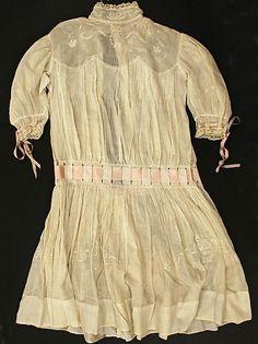 Dress  Date: 1904   Culture: American   Medium: cotton