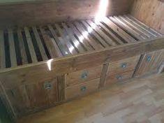 Afbeeldingsresultaat voor kajuitbed steigerhout