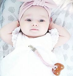 Rennosti vaan!  Hevean luonnonkumitutti on turvallinen ja luonnonmukainen valinta. Se myös maatuu aikanaan toisin kuin muovitutti.  Kuva: @heveababy  #mammasfi #äitiys #vauva #vauva2019 #vauva2018 #tutti #luonnonkumi #luonnonkumitutti #pacifier #naturalrubber #relaxbaby #babygirl #pinkthings Face, Instagram, Faces, Facial