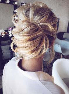 Wedding updos for medium hair always look trendy and romantic. Pick the most appropriate variant of wedding hairstyles from our new list! Wedding Hair And Makeup, Bridal Hair, Hair Makeup, Wedding Up Do, Casual Wedding, Forest Wedding, Hair Wedding, Blue Wedding, Bridal Makeup