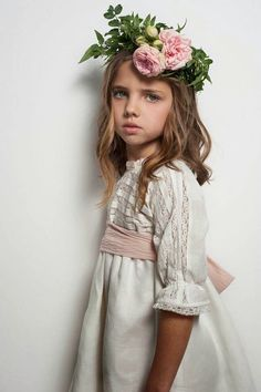 Precioso vestidos para los pajes o niños de arras #bodas Little Girl Fashion, Kids Fashion, Girls Dresses, Flower Girl Dresses, Kid Styles, Child Models, Beautiful Children, Little Princess, Baby Dress