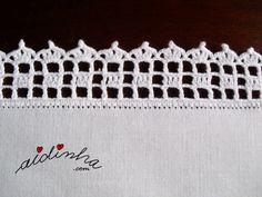 Vista lateral do picô de crochet, do individual branco
