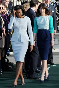 MARCH 14 2012 - Michelle Obama wore a Zac Posen sky blue skirt suit, while Samantha Cameron was in Roksanda Ilincic, for the Camerons' official arrival ceremony at the White House. Michelle Obama Fashion, Barack And Michelle, Samantha Cameron, American First Ladies, American Women, American History, Native American, First Black President, Work Clothes