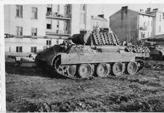 PzKpfw V Panther Ausf. G with extra tank tracks for more protection. Ww2 Pictures, Ww2 Photos, Military Pictures, Mg 34, Military Armor, Tank Destroyer, Armored Fighting Vehicle, Ww2 Tanks, History