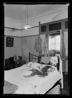1940-bedroom. vintage crime scenes.