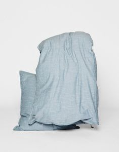 AIAYU SLEEP is a collection of light and crispy bedwear made in a 100% organic cotton poplin.
